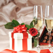 Gift in box and champagne — Stockfoto