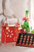 Prezent i szampana — Zdjęcie stockowe