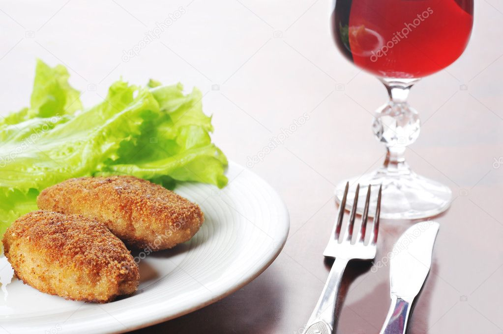 Roasted cutlets of pork with potato and  wine — Stock Photo #2663073