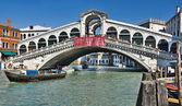 Rialto köprüsü venedik, i̇talya — Stok fotoğraf