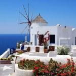 molino de viento en la isla de santorini, Grecia — Foto de Stock