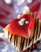 Cake Topped with Heart and Flowers — Stock Photo