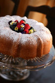 Pound Cake with Berries - clipping path — Stock Photo