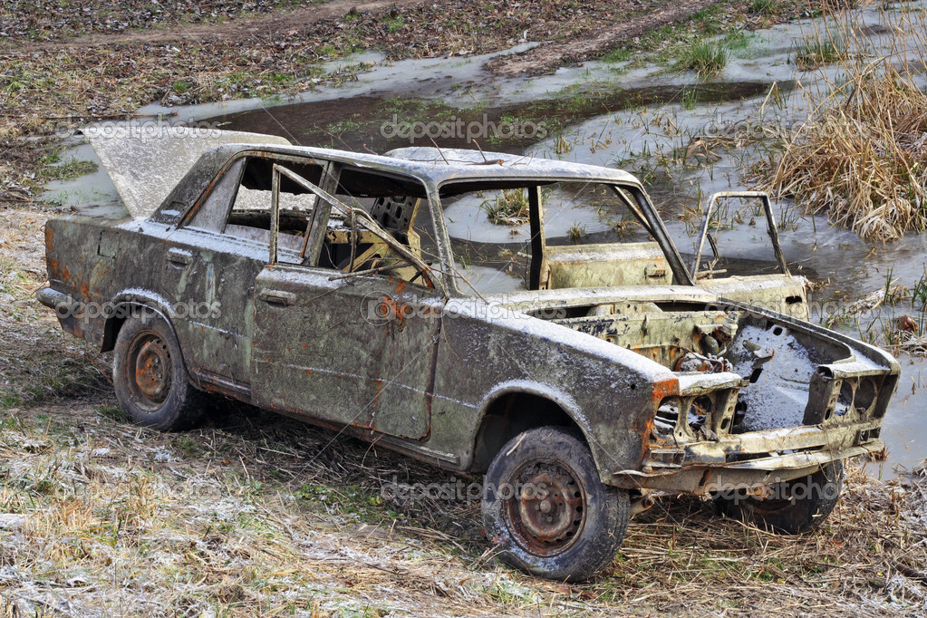 The car of the Russian gangster killed in firing. To the car have set fire and have left on a scene of crime. — Stock Photo #2656939