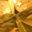 Christmas gift box. Gold color — Stockfoto