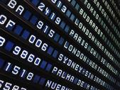 Painel aeroporto mostrando voos — Foto Stock