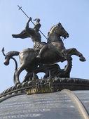 Památník svatý jiří a drak. — Stock fotografie