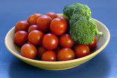 Tomatoes and Broccolli — Stockfoto