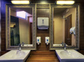 Toilettes de restaurant — Photo