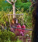 Dívka v houpací síti