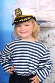 Dívka v mořské šaty a čepice