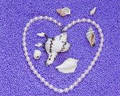 Srdce z perel, Lila pozadí