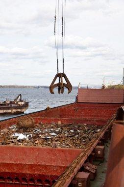 Industrial grabber loads the barge