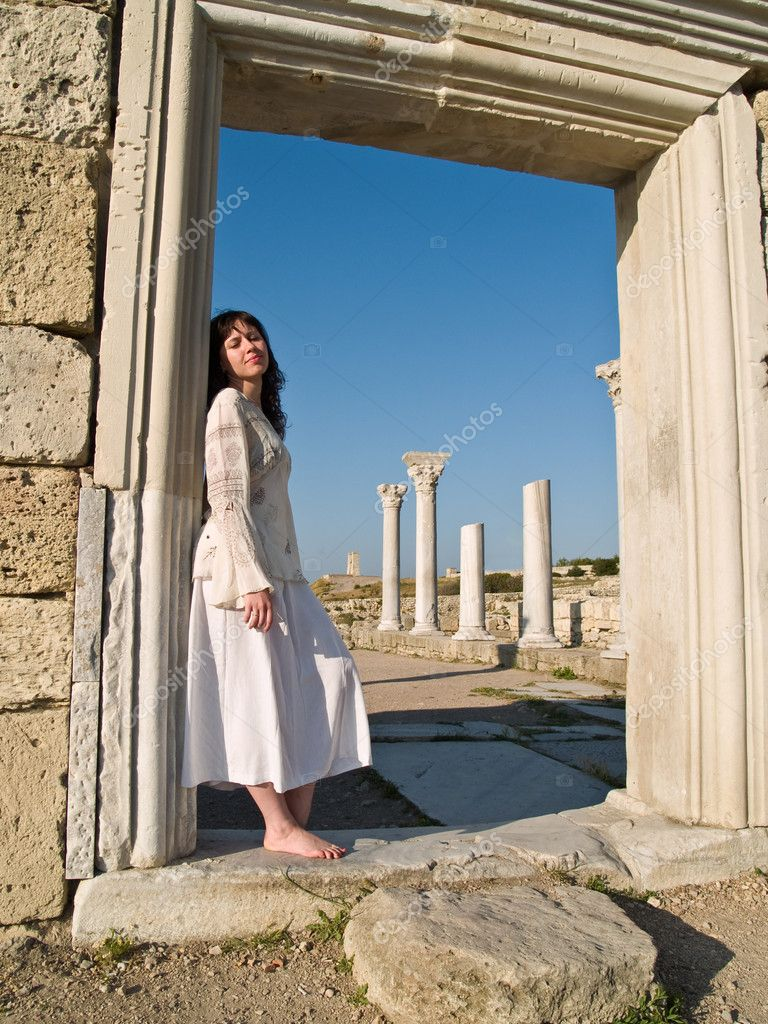 https://static3.depositphotos.com/1000156/107/i/950/depositphotos_1071531-stock-photo-barefoot-girl-leaning-ancient-ruins.jpg