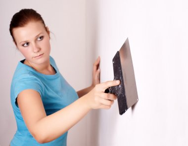 Female make repairs in the apartment