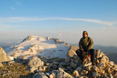 turista na vrchol hory