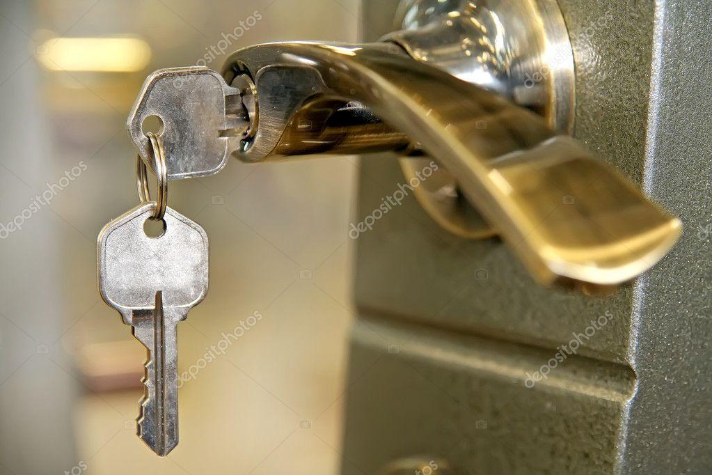Установка дверного замка<br>