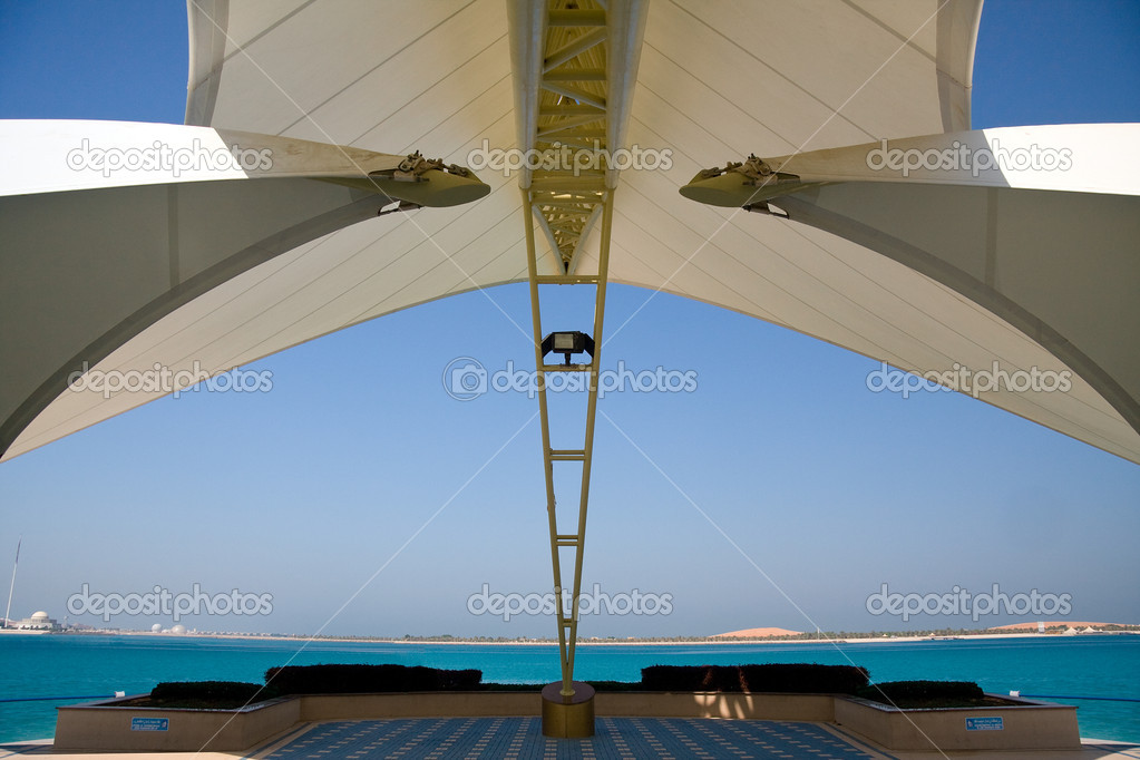 mar de encuadre de estructura de abu dhabi moderno un — Foto de ...