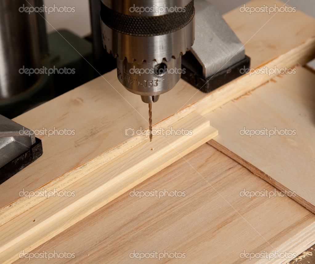 kleines loch in holz bohren stockfoto steveheap 1511425. Black Bedroom Furniture Sets. Home Design Ideas