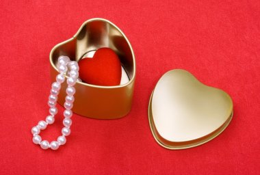 St. Valentine's Day box of heart and pearls