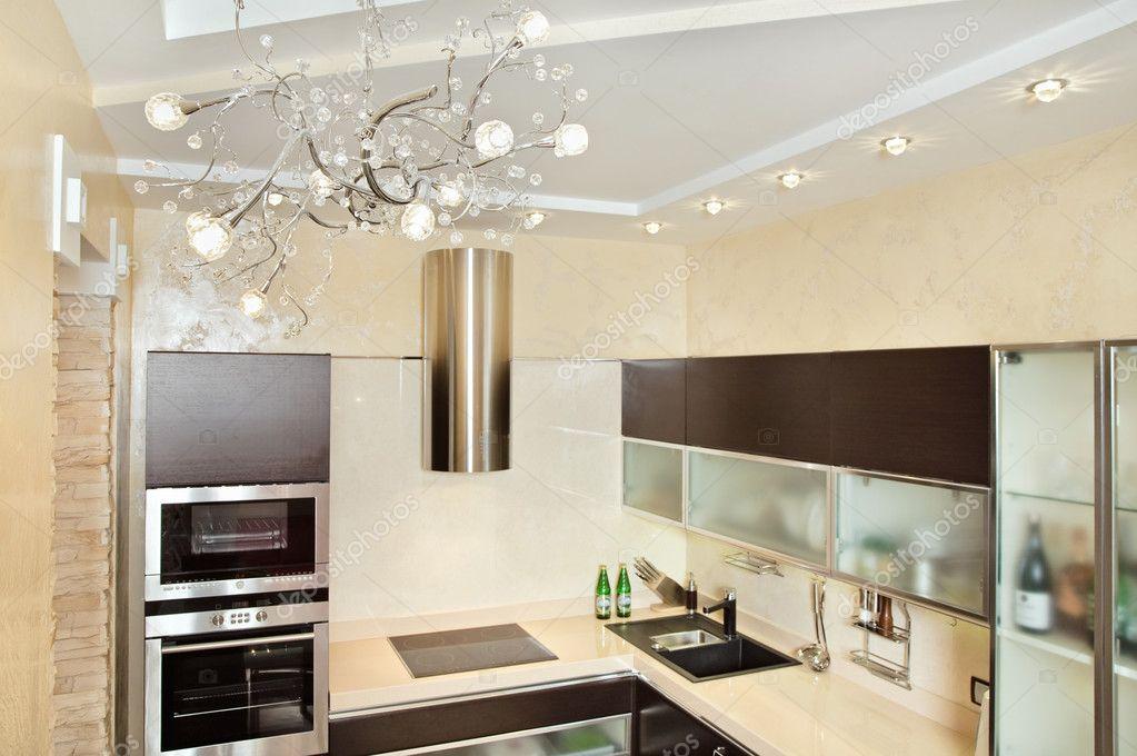 Moderne Warme Keuken : Moderne keuken interieur in warme tinten u stockfoto mrhamster