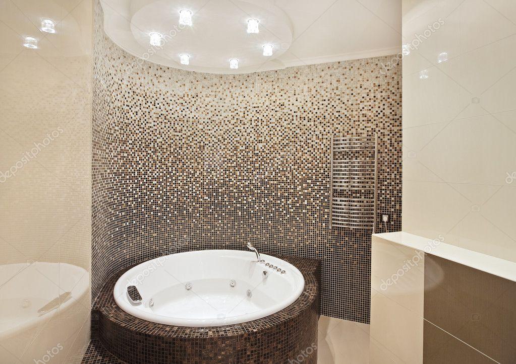 badkamer met jacuzzi en mozaïek — Stockfoto © MrHamster #1054889