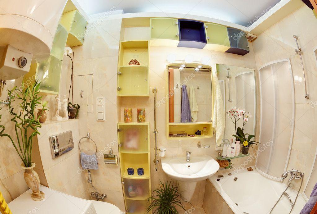 Salle de bains moderne en jaune et bleu vif — Photographie ...