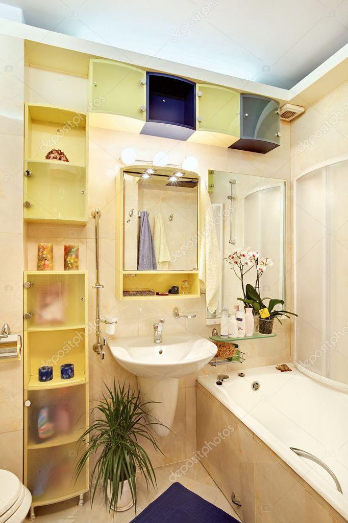 Modernes Bad In Gelb Und Blau Stockfoto C Mrhamster 1058335