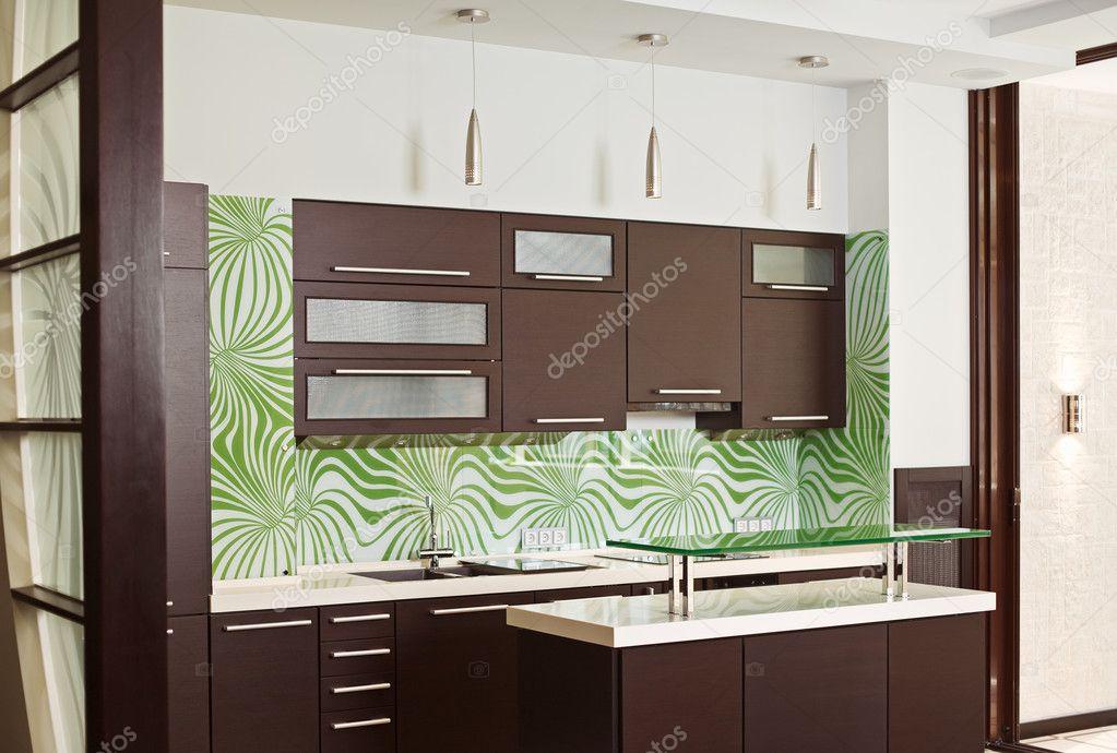 Mobili Cucina Legno Massiccio : Cucina moderna con mobili in legno massiccio u foto stock