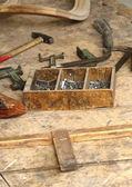dřevo a staré nástroje