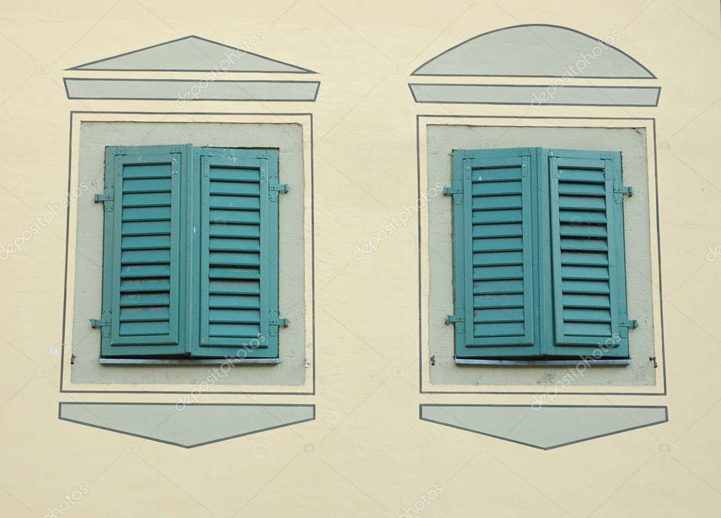 Due finestre con persiane chiuse foto stock kaetana 1283964 - Finestre con persiane ...