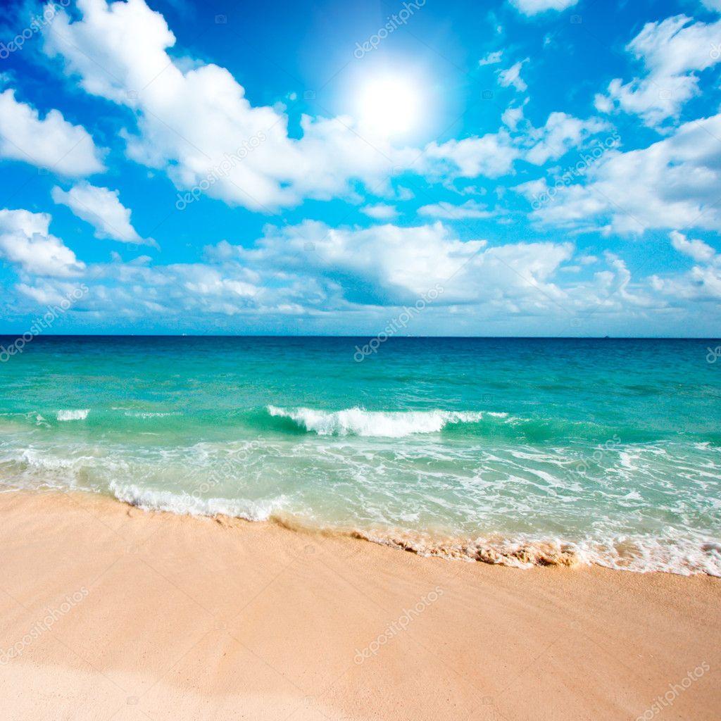 Фотообои Красивый пляж и море