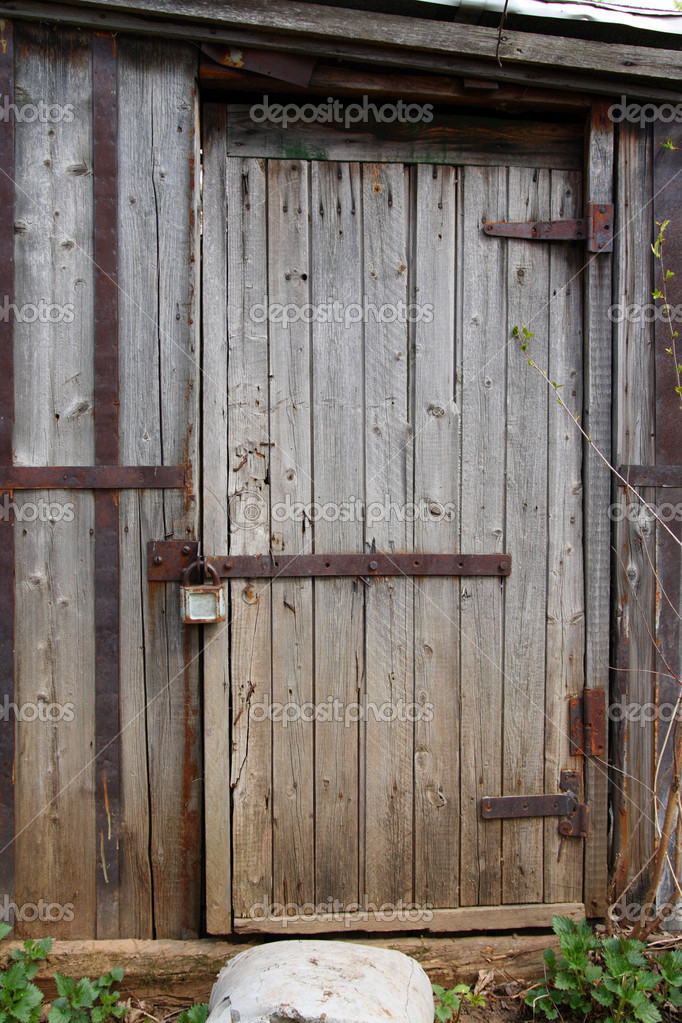 Geschlossene holztür  Holztür des alten Schuppen — Stockfoto #1115166