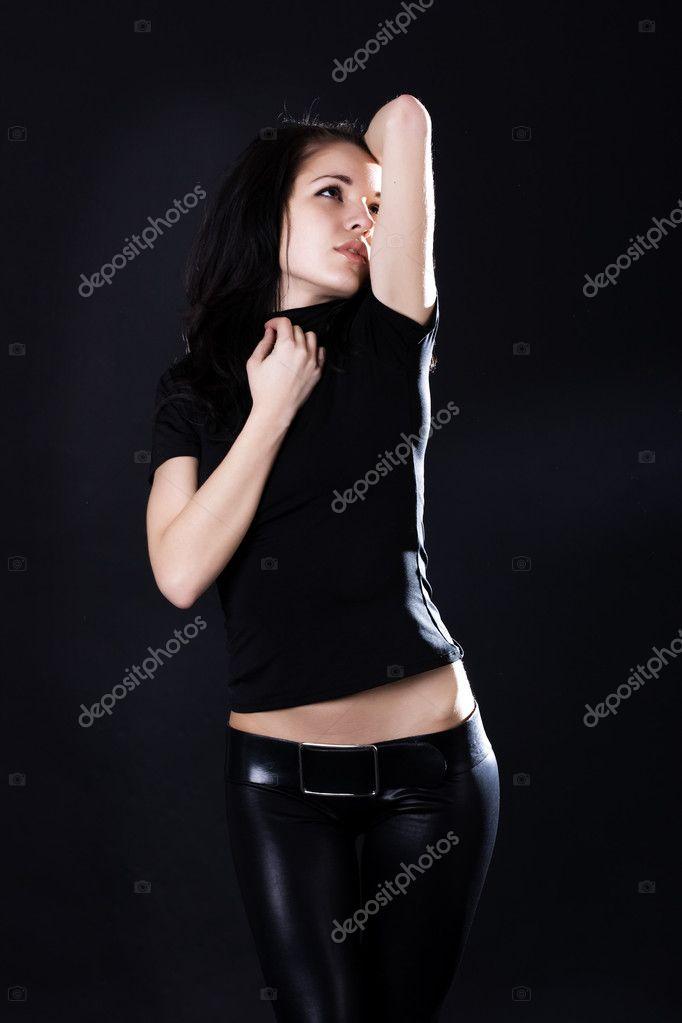 Горячая молодая брюнетка фото 517-388