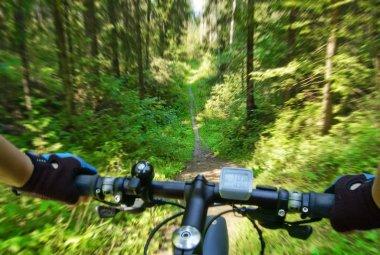 MTB bike coming down the trail.