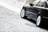 Černá luxusní auto