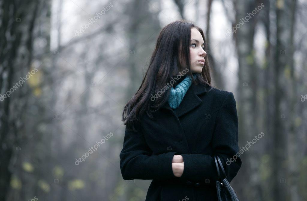 Отдается одинокая красавица на фоне леса ебется жопу