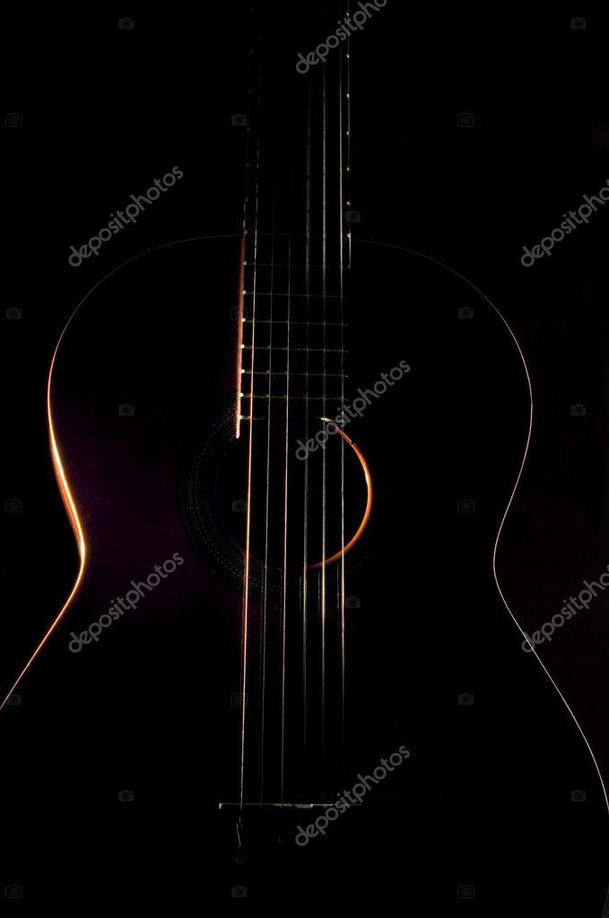 sechs-Saiten-Gitarre gegen eine dunkle backgro — Stockfoto ...
