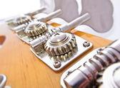 basová kytara ladění mechanismus