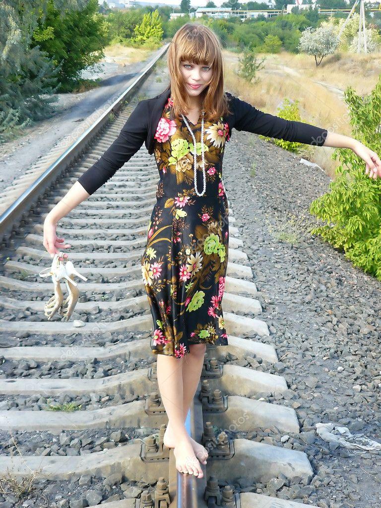 Девушка на бмв с цветами