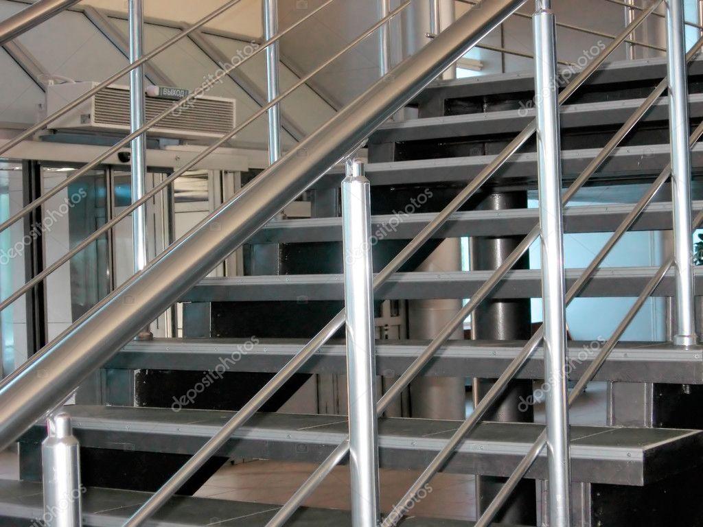 Moderne metalen trap u stockfoto photon