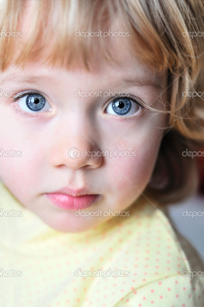 Little girl with blue eyes — Stock Photo © Reanas #2380683
