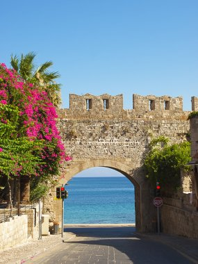 Arch to Mediterranean sea