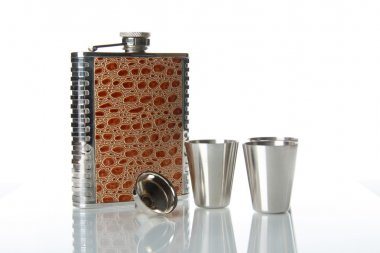 Metallic flask for alcohol