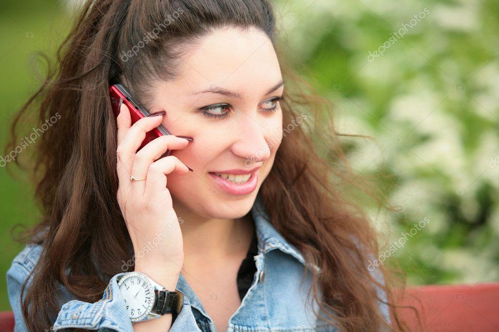 Девушка брюнетка разговаривает по телефону фото дает жопу сосет