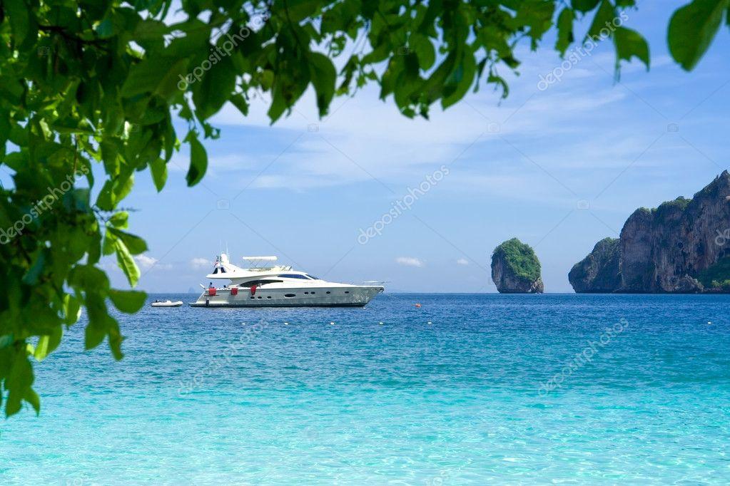 White motor yacht