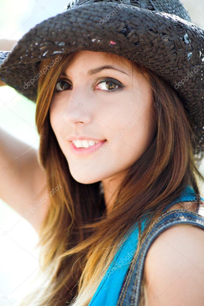 Profil Gülümseyen Güzel Kızın Stok Foto Babenkodenis 1380772