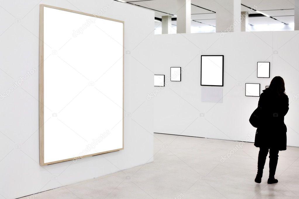 paredes en Museo con Marcos vacíos — Fotos de Stock © babenkodenis ...