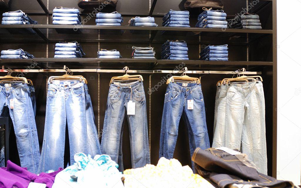 как развесить джинсы в магазине фото шеи