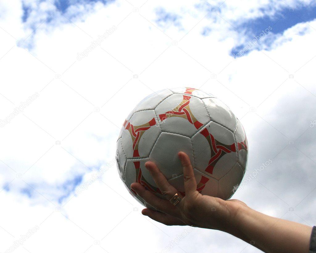 На фото футбол в руку — Фото від pakhay. Знайти схожі зображення 8ec01fda8dc3a